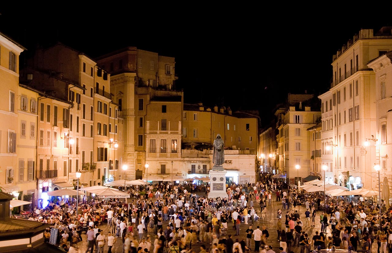 Campo de' fiori at night