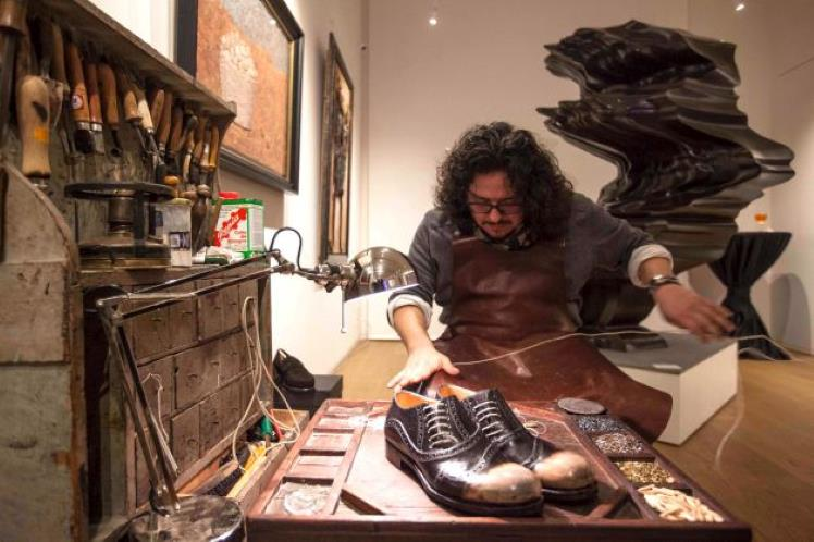 Leather shoes handcrafted in Tuscany district