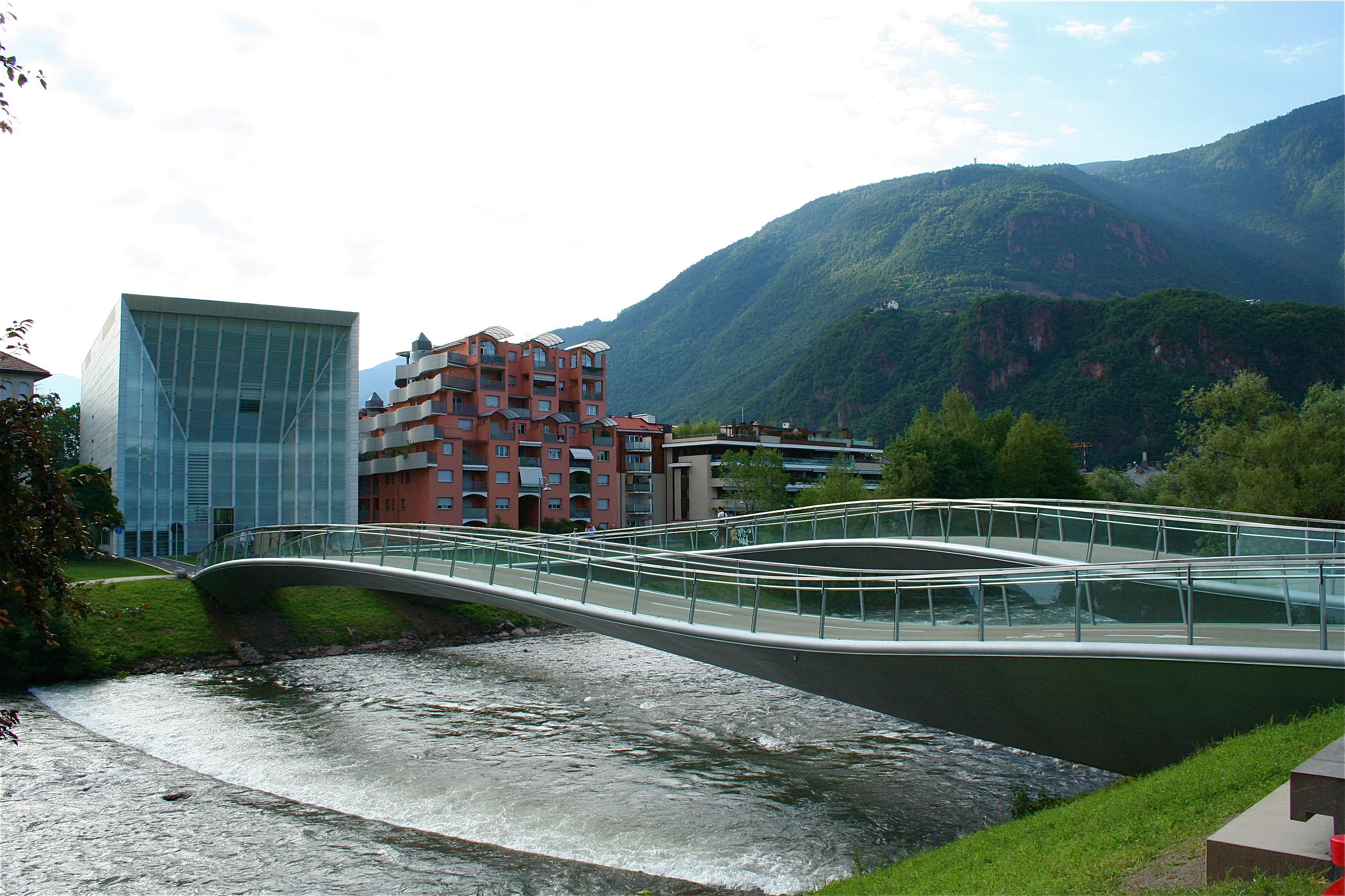 http://www.italyluxuryhotel.it/blog/wp-content/uploads/museion-bolzano.jpg